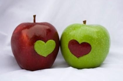 яблоко с сердцем
