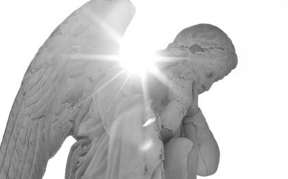 статуя ангела-хранителя