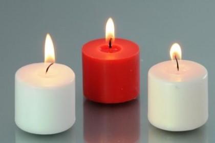 красная и белые свечи