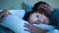 мужчина спит, а женщина нет