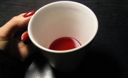 кровь в кружке
