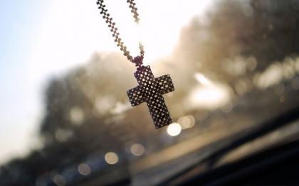 крестик в машине
