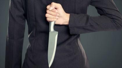нож за спиной