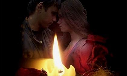 мужчина и женщина за свечой