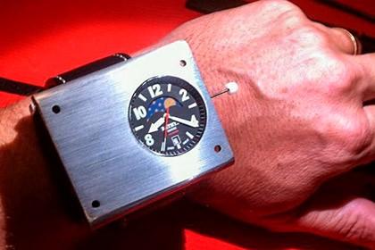 необычные часы на руке