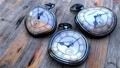 изогнутые часы