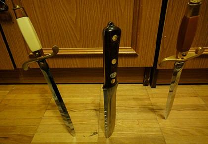 ножи  в полу