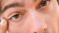 тянет глаз
