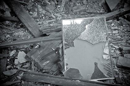 зеркало на свалке