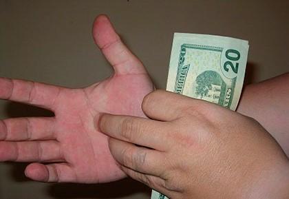 ладонь чешется к деньгам