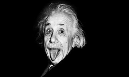 Эйнштейн показывает язык