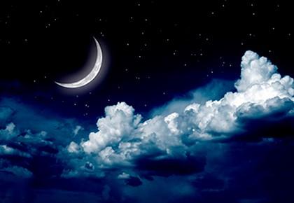 месяц за облаками