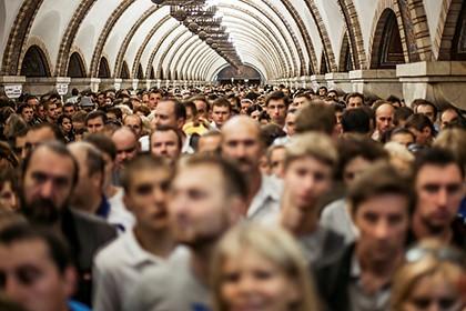 много людей в метро