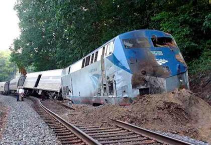 поезд сошёл с рельс
