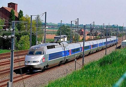 поезд в сельской местности