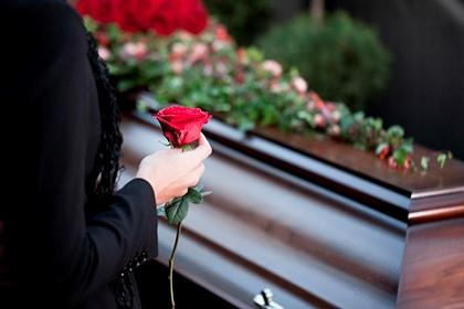 роза у гроба