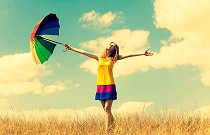 девушка с разноцветным зонтом