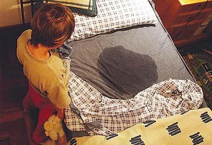 написал в кровать