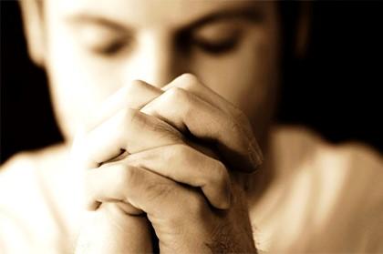 молится2