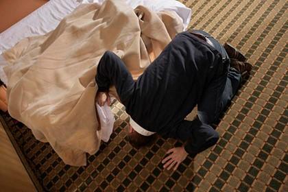 поиск под кроватью