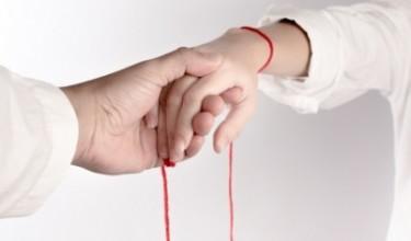 Что значит красная нить на запястье