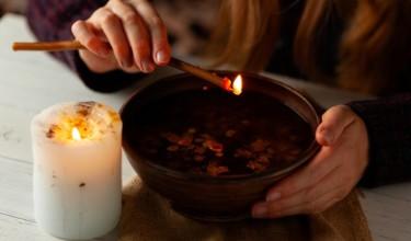 Взгляд в будущее с использованием свечи и воды