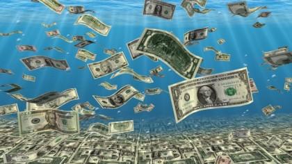 доллары в воде