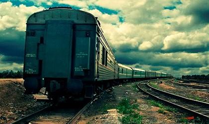 локомотив уходит в даль