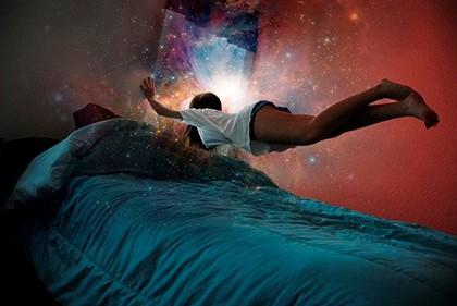 космос над кроватью